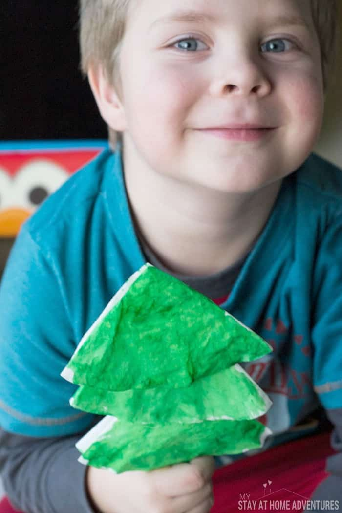 Coffee Filter Christmas Trees Kids Craft - Looking for an easy Christmas craft? Try these coffee filter Christmas trees! They're quick, easy, and perfect for tots and preschoolers.