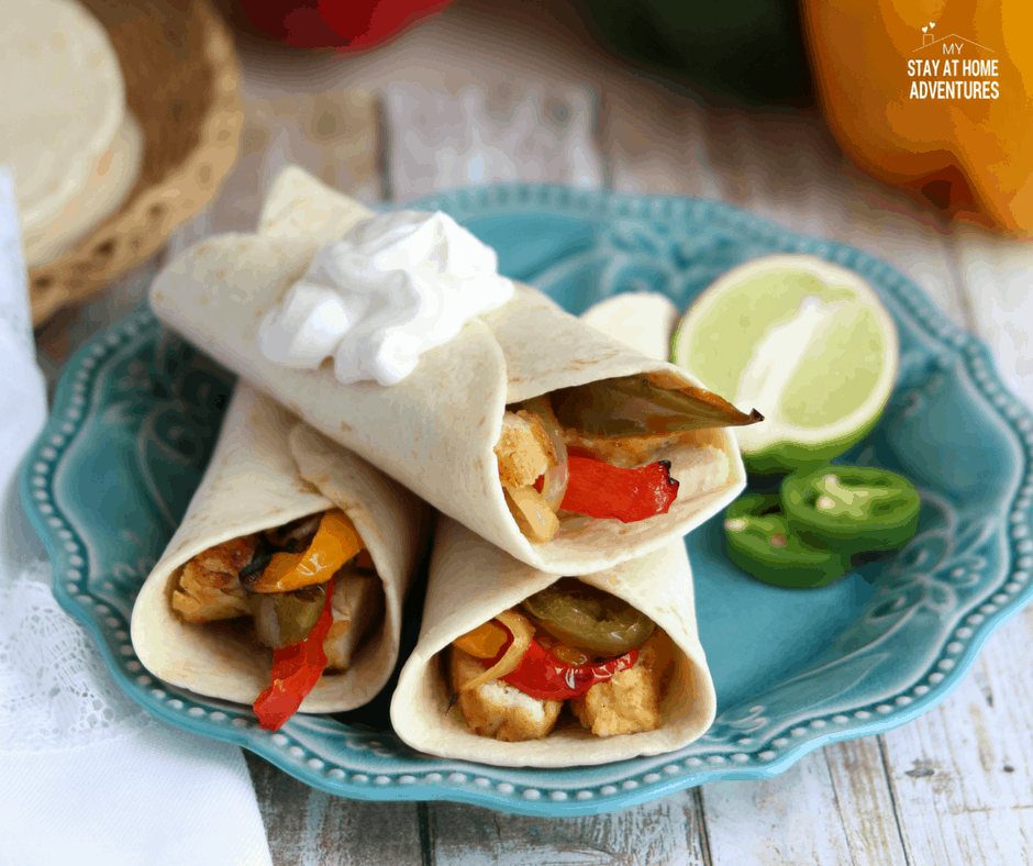 earn how to create the perfect tequila-lime chicken fajitas using the Sous Vide method anyone can make. Wow your family with this chicken fajitas today!