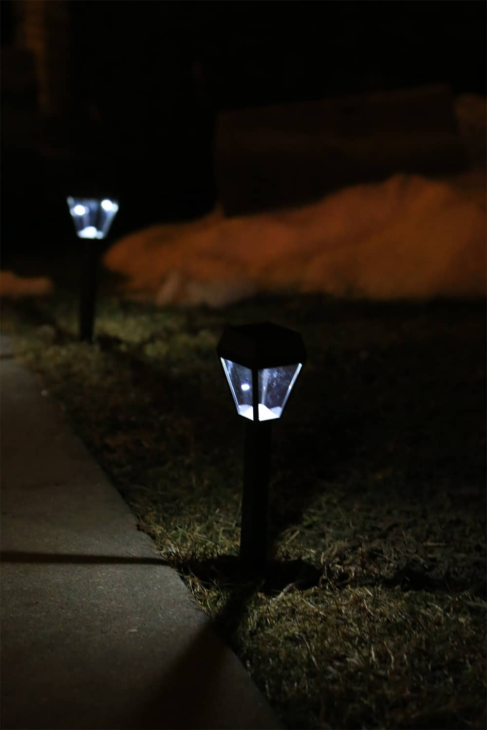 PathBright lights by Brightology have a dusk to dawn setting, are easy to install and take literally minutes to get in the ground. #ad via @mystayathome